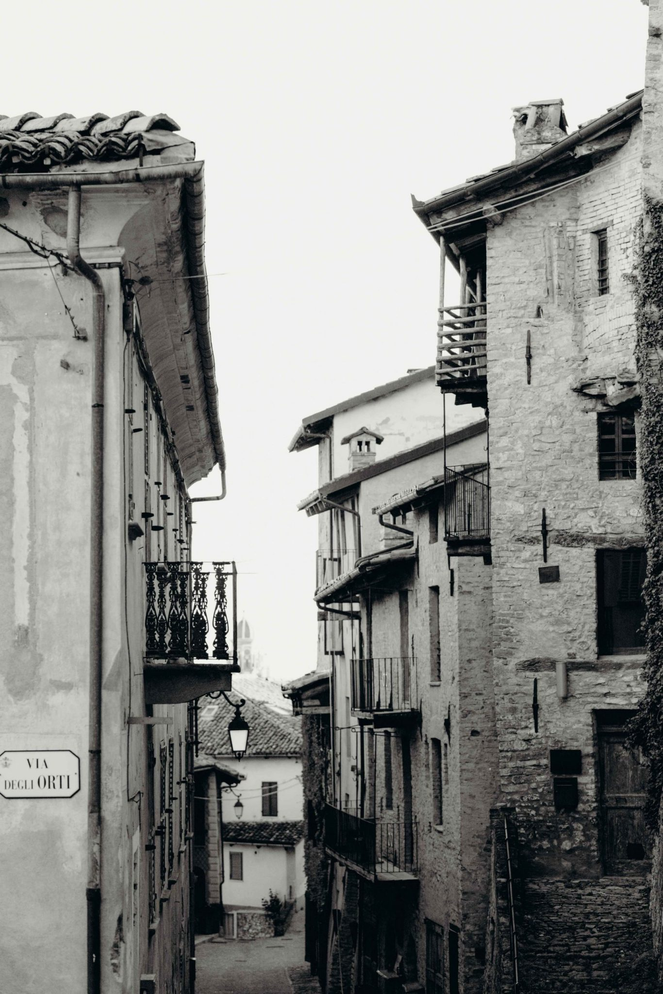 Black and white view of an old town in Langhe region, Piedmont, Italy | Casa di Langa